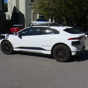 Self-driving cars keep turning down a dead-end San Francisco street